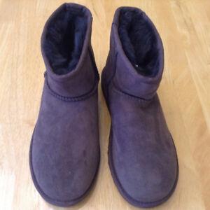 UGG Classic Mini Boots Sz 5 New