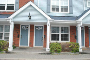 COBOURG: 1 Bedroom Condo walking distance to beach & downtown