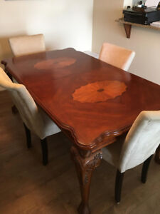 Top quality Dining Table for 4-8 people **BEST offer ACCEPTED**