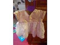 Baby dress, in gold and white