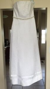 Beautiful size 12 NEW wedding dress