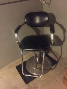 Adjustable salon chair