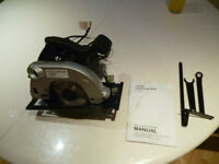 CIRCULAR SAW 240 VOLT, 1200 WATT AS NEW B&Q OWN BRAND, COST £45 AND ONLY USED ONCE FOR 2 CUTS