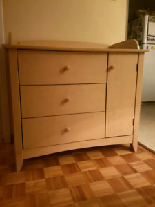 Changing table-Excellent condition-Very solid