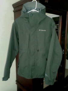 Men's small forest green light Fall Omni-tech Columbia coat.