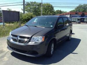 2012 Dodge Caravan auto  stow and go+ warranty + new mvi