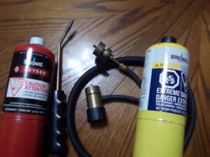 LIKE NEW CONDITION BERNZOMATIC TORCH KIT WITH NEW BOTTLES