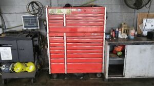 LARGE SNAP-ON BOX WITH CONTENTS