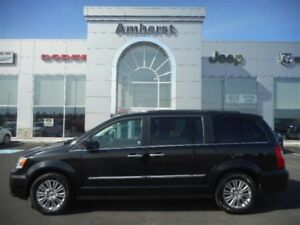 2016 Chrysler Town & Country 3.6L V6 Touring Leather, Sunroof, B