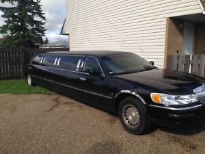 Stretch Lincoln town car 1999 for $5000