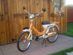 1970 HONDA PC50 MOPED FOR THE ENTHUSIAST-BIKE SHOWS-COLLECTOR.