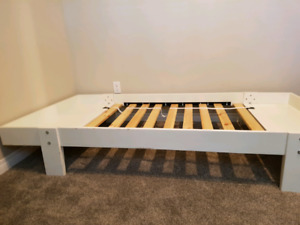 Toddler/Child extendable low bed.