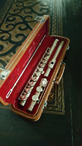 Andre Bardot flute with hard case