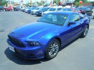 2014 FORD MUSTANG V6- LEATHER HEATED SEATS, BLUETOOTH, SATELLITE
