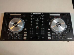 Numark Mixtrack Pro 3 All-In-One DJ Controller