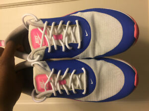 Women's Nike Air Max Thea - Size 9