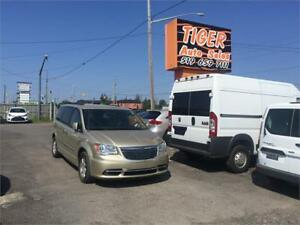 2011 Chrysler Town & Country Touring***ONLY 32 KMS***WONT LAST