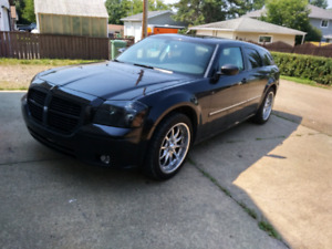 2007 DODGE MAGNUM low km and a parts car
