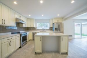 Luxury Renovated House - Four (4) Bedrooms in Steveston area