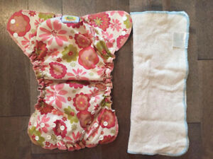 "AMP ""FLOWER"" CLOTH DIAPER/COUCHE LAVABLE"