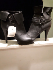 Black leather boot/shoes