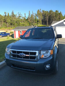 2011 Ford Escape V6 XLT-Just Reduced