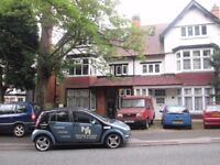 *TWO BED FLAT* YARDLEY WOOD ROAD* AVAILABLE NOW* MOSELEY* FITTED KITCHEN* OFF STREET PARKING *NO DSS