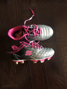 Sketchers girls soccer shoes size 12