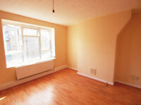 Well proportioned flat minutes from Hoxton Station