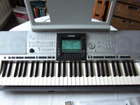 Yamaha PSR-3000 Electronic Keyboard with Accessories