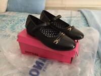 New girls school shoes size 4
