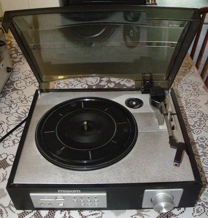 Maxim Record Deck. Vinyl to MP3 recorder. USB and SD Memory Card compatible. Working condition.
