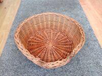 Wicker round pet basket