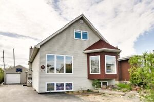 Duplex located in a quiet area with good income!