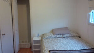 Spacious West End House - 3-4 bedrooms - Sep 1 move in early