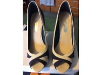 NEW Navy & cream heeled shoes size 4