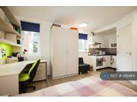 Studio flat in Egham Hill, Egham, TW20
