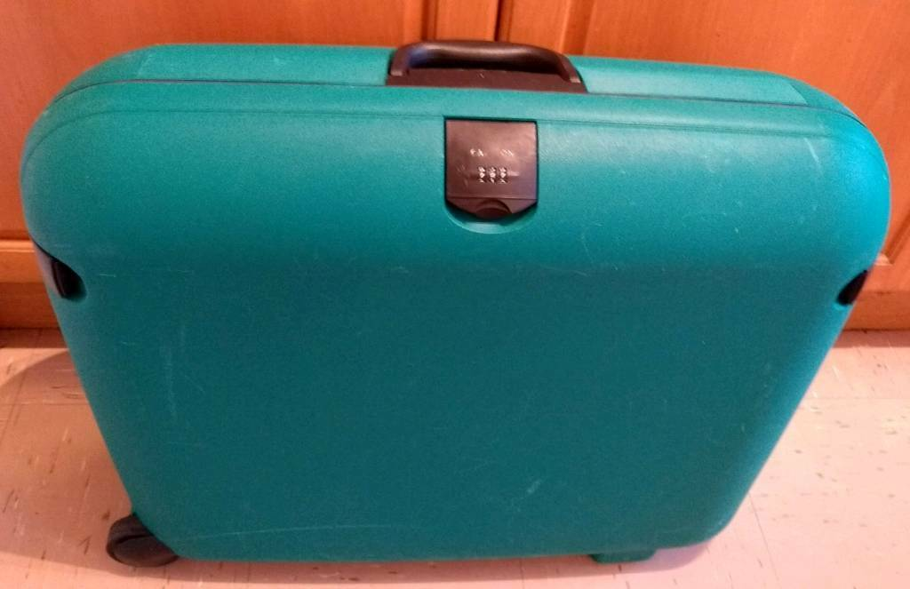 how to set combination lock on tripp suitcase