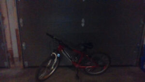 NICE MOUNTAIN BIKE IN GREAT CONDITION