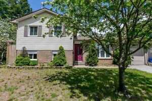 4 Bedrooms/ 2 Bathrooms house in Barrie (Full House)