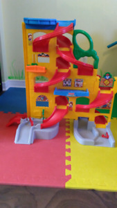 Garage/piste ee course Little people Fisher Price