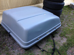 CAR TOP CARRIER $40.00 , CLAMSHELL , WITH KEYS