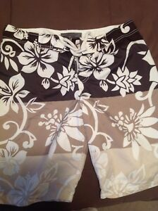 NWOT men's swim shorts/shorts