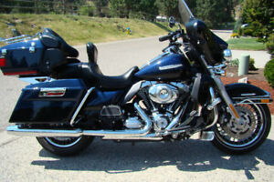 REDUCED AGAIN! SUPER LOW KM: 2013 HARLEY ULTRA CLASSIC LTD
