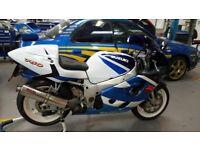 SUZUKI GSXR 750 X