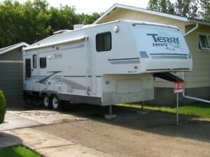 5 th wheel camper with slideout