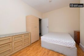 Double/Twin room in Acton Central. Central Location. High Street. West London.All inclusive