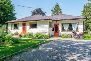 Relaxing Country Bungalow with Workshop/Studio near Lakefield