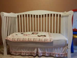 Savanna 3 in 1 crib, day bed and bed frame.