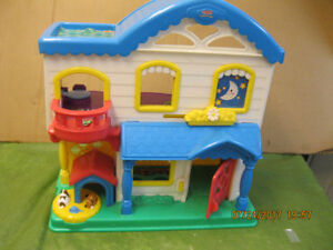 FISHER -PRICE  LITTLE PEOPLE BUSY DAY  HOUSE